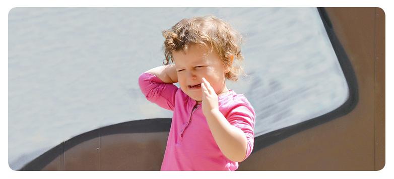 Como agir quando uma criança racha a cabeça